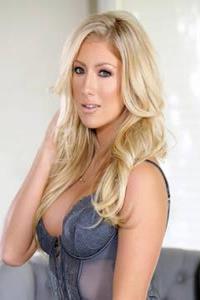 Schönes solo von blondine Kathrynn St-Croixx in sexy Dessous